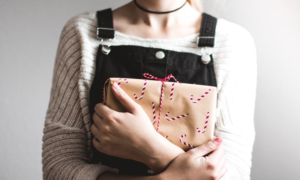 Weihnachtsgeschenke werden 2020 vermehrt online gekauft